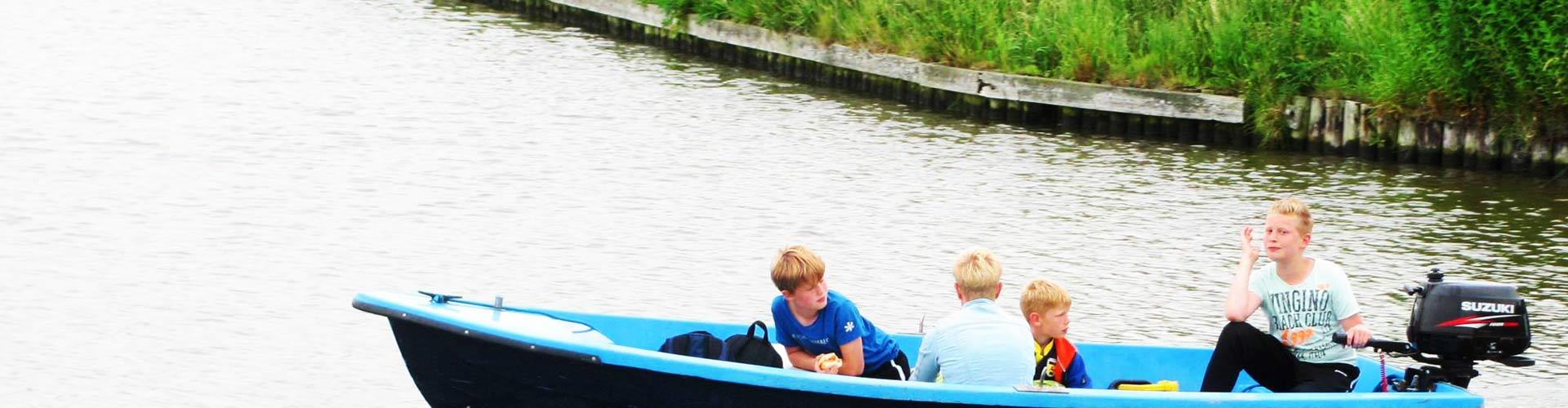 blikvaart-mini-camping-groepsactiviteiten-motorboot-elfstedenroute-verhuur-header-01